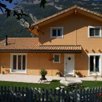 Log_House_Switzerland_Saillon_3.jpg