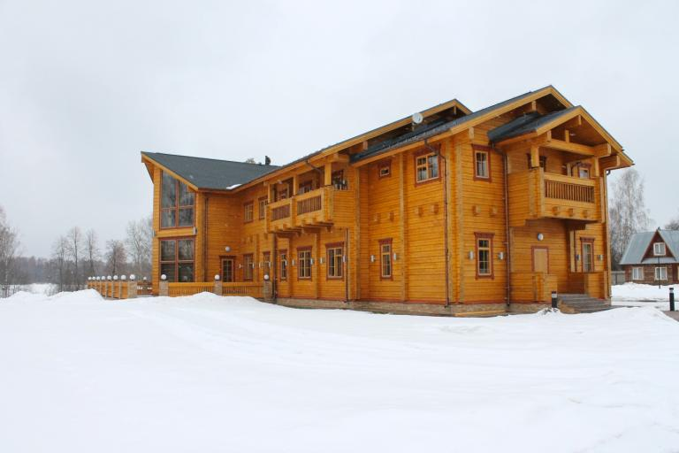 Luxury_Log_Cabin_Tunturi_1000m2_3.jpg