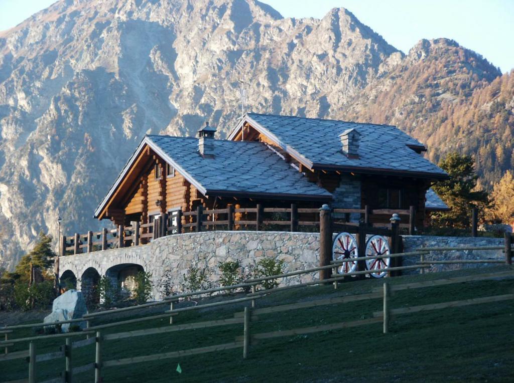 Artichouse Aosta Italy